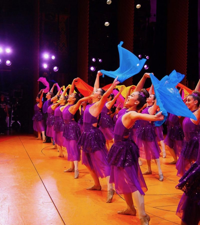 The+SC+Elite+Dance+Team+performs+their+lyrical+style+dance+to+%22A+Whole+New+World.%22